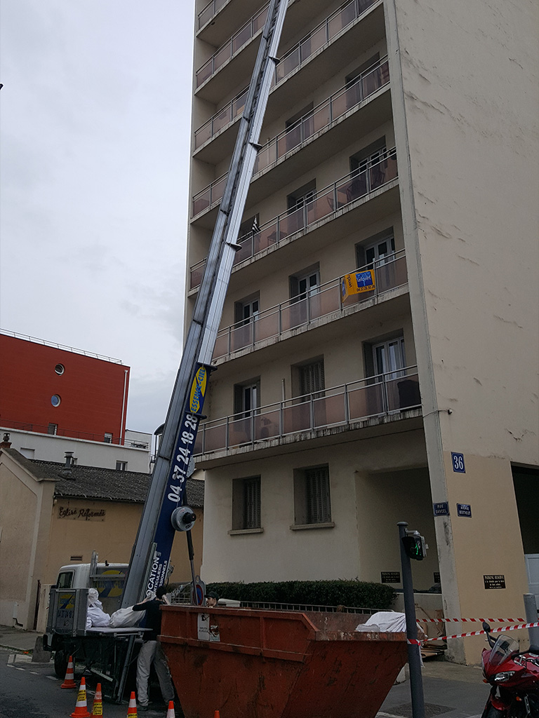 Monte charge bocker junior 34 m tres essence ciel lyon for Location monte meuble nantes