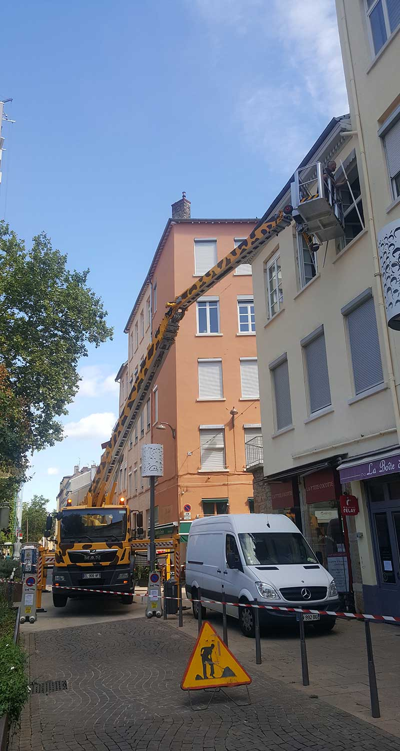 Location de nacelle à Lyon - Photo du Camion Girafe 31